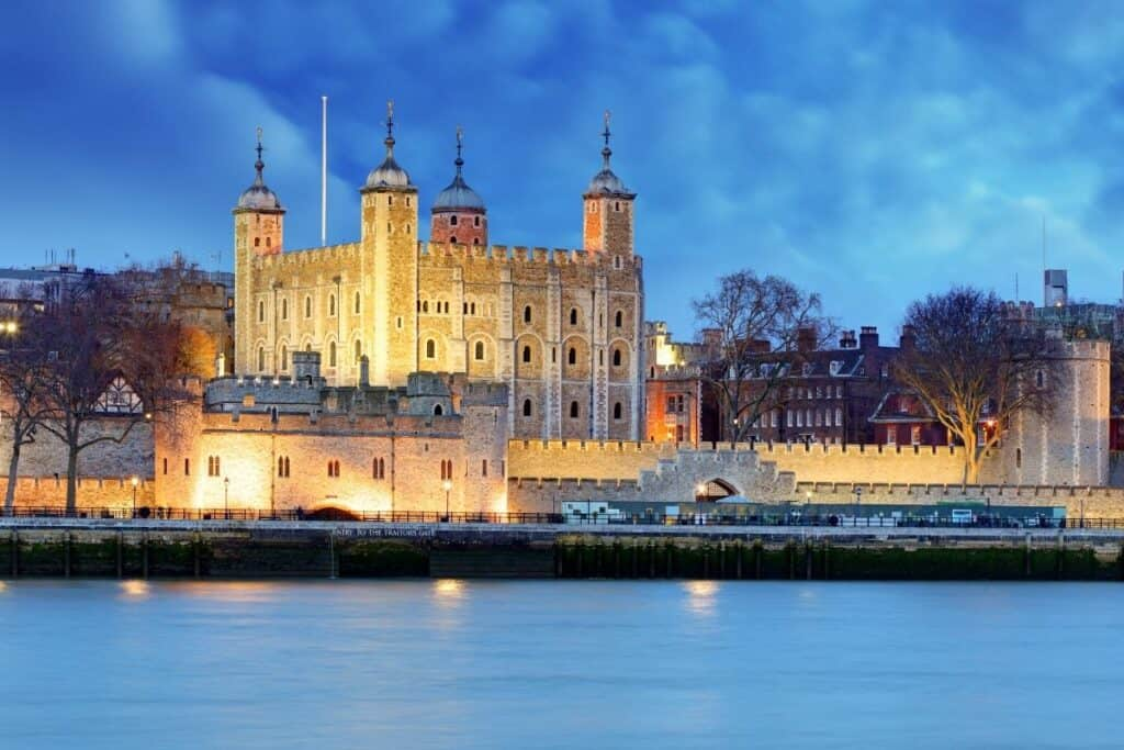 tower of london at night in England